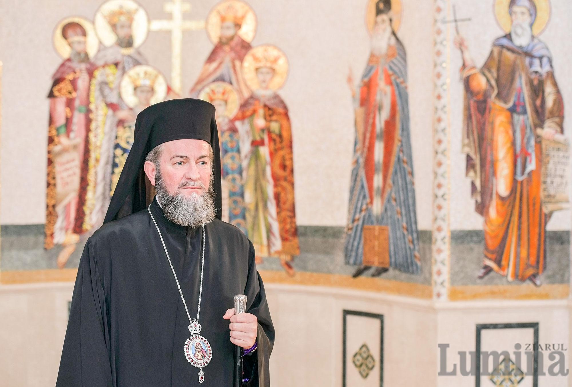 """STRIGĂTUL DISPERAT AL UNUI ARHIEREU CARE PLÂNGE DISPARIȚIA IMINENTĂ A NEAMULUI ROMÂNESC. România înlăcrimată își strigă fiii rătăcitori prin Pastorala dureroasă de Paști a Episcopului Maramureșului, PS IUSTIN: <i>""""Oare cum să ne rugăm și cât să stăm în genunchi în fața Mântuitorului Iisus Hristos ca SĂ ÎNVIEZE NEAMUL NOSTRU CARE SE STINGE PE ZI CE TRECE?!""""</i>"""