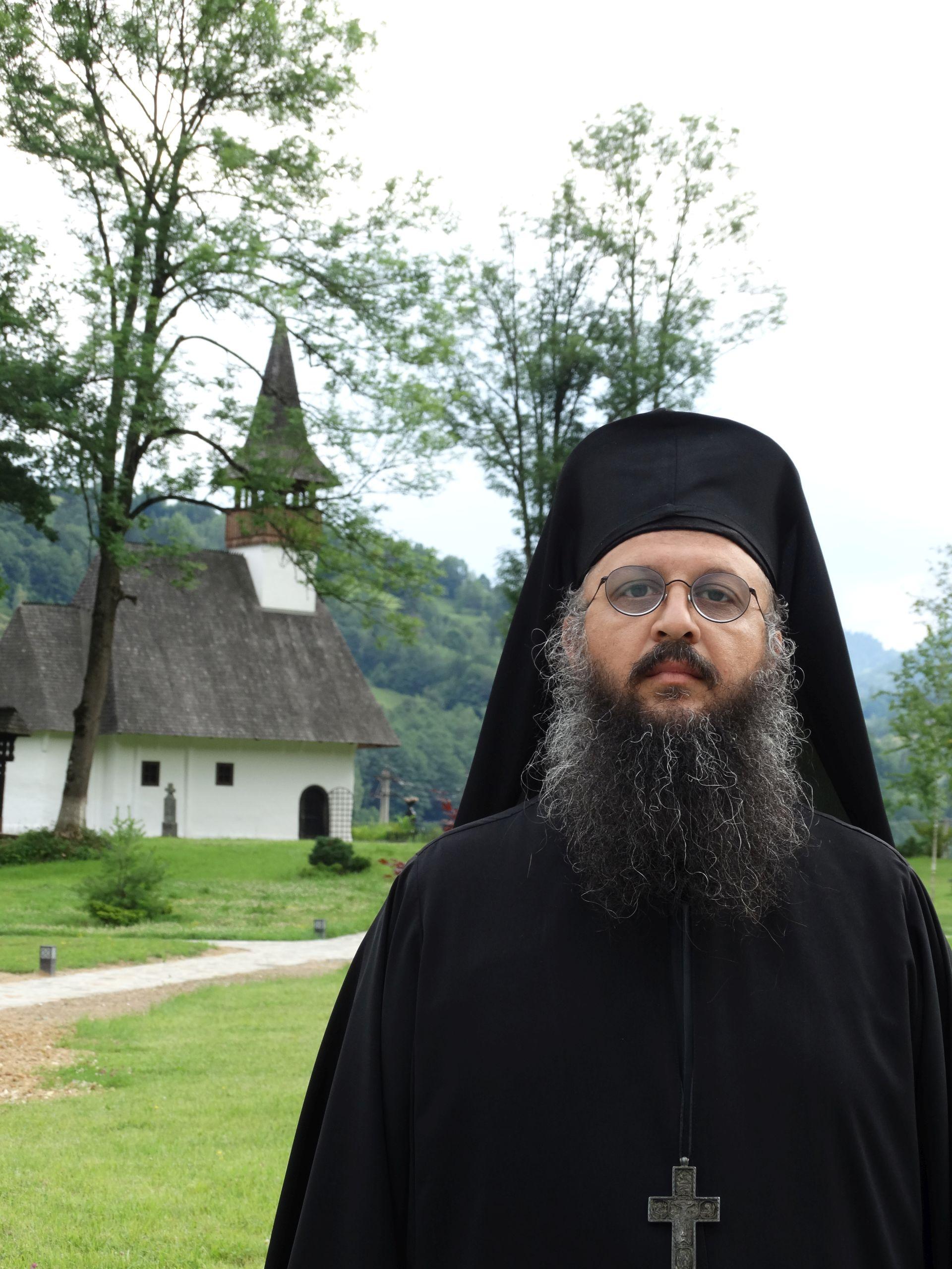 """PĂRINTELE MELHISEDEC DE LA LUPȘA în """"Familia ortodoxă"""": <i>""""ÎMPRĂȘTIEREA ne face să fim superficiali. DUREREA ne ajută să ne întoarcem spre noi înşine şi să ne descoperim inima noastră""""</i>"""