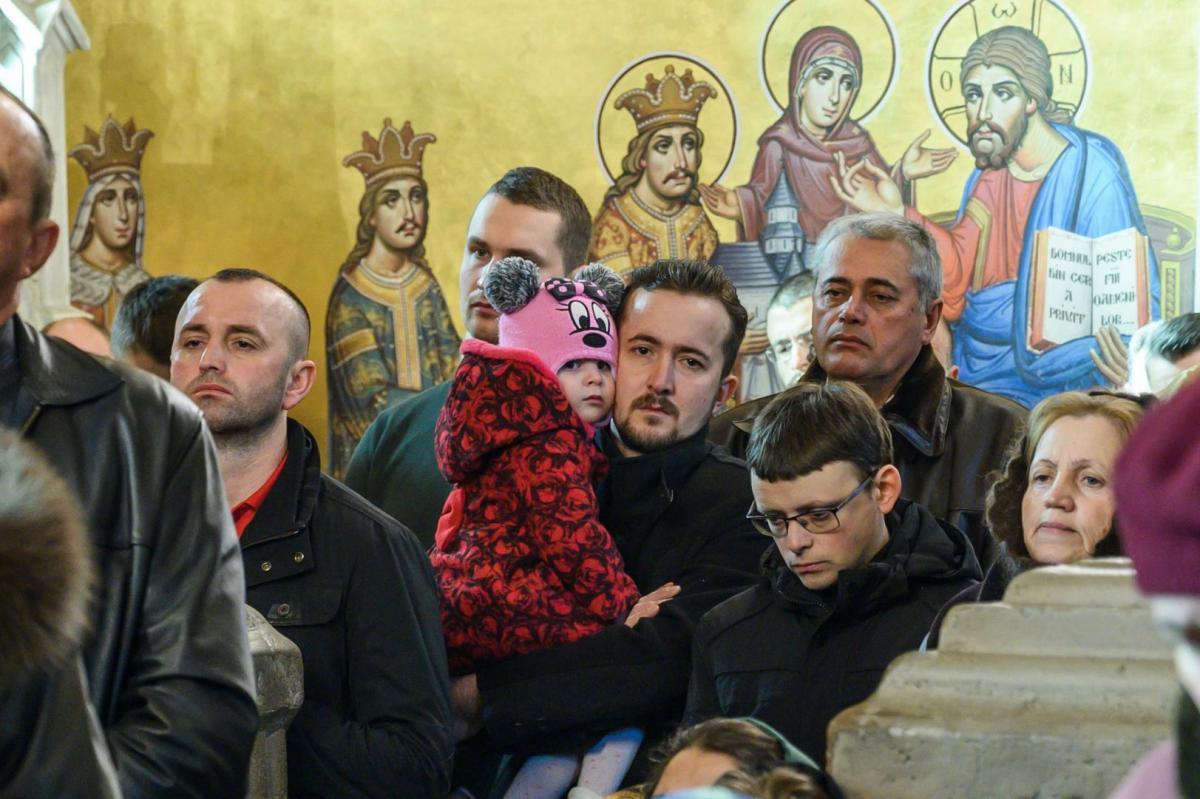 """IPS NICOLAE, MITROPOLITUL ROMAN AL CELOR DOUA AMERICI: <i>""""Sa zidim o casa duhovniceasca pentru copiii nostri, ca sa nu se rataceasca in lume. Nu zidurile mari si frumoase fac biserica, ci credinta noastra""""</i> (VIDEO, TEXT – predica la manastirea PUTNA, in Duminica Fiului Risipitor)"""