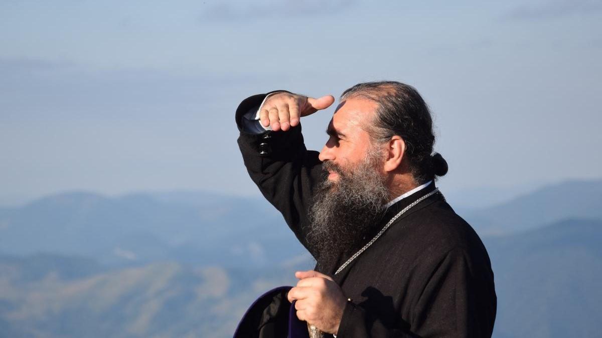 """PROTECȚIE, IZOLARE ȘI DEZINFECTANT. Scurt cuvânt al Episcopului Slatinei și Romanaților, PS SEBASTIAN, la vreme de criză si disperare: <i>""""Doamne, scapă-ne, că pierim!… Fă o minune și oprește boala aceasta care seceră viețile oamenilor ca pe spicele de grâu!""""</i>"""