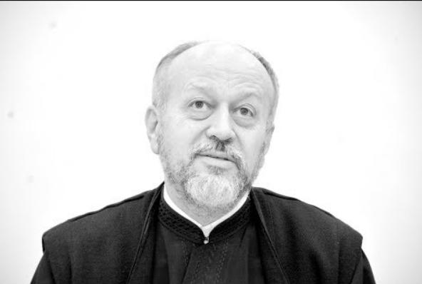 """PĂRINTELE HOLBEA în """"Familia Ortodoxă"""" – pledoarie pentru DISCERNĂMÂNT, LUCIDITATE și ROSTIREA ADEVĂRULUI despre vremurile de încercare în care trăim: <i>""""Ceea ce este cel mai periculos pentru zilele noastre este încercarea de A SCOATE OMUL DIN LUMEA REALĂ şi de a-l livra LUMII VIRTUALE. Nu există îmbrăţişare virtuală, nu există spovedanie virtuală, nu există împărtăşanie virtuală""""</i>"""
