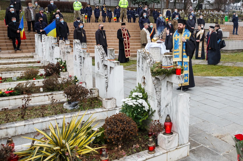 """Cuvântul PS Benedict Bistrițeanul la POMENIREA FIILOR NEAMULUI UCIȘI în decembrie 1989: CRĂCIUNUL """"ALTFEL"""", ÎNSÂNGERAT: <i>""""Hristos a venit în lume sub chipul jertfei chiar de la Naştere. Aş zice că poporul român s-a îmbrăcat cu cămaşa Vinerii celei Mari de la începutul existenţei sale""""</i> (VIDEO, TEXT)"""