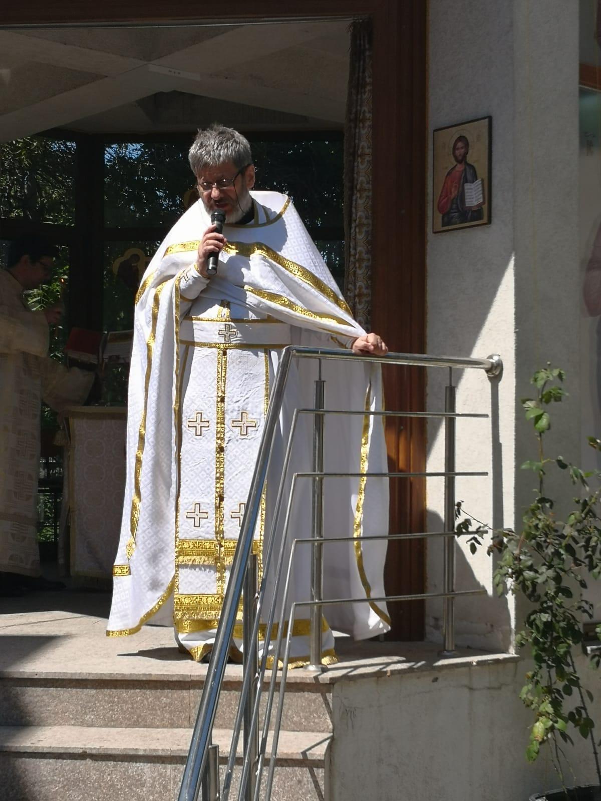 """Cuvânt al Părintelui Tudor Ciocan: HRISTOS CA ÎMPĂRAT AL VIEȚII NOASTRE, sobornicitatea Bisericii și MASELE MANIPULATE de către cei puternici ai lumii: <i>""""Nu putem să schimbăm cursul istoriei, dar putem să ne rugăm lui Dumnezeu să ne întărească El cum știe, ca să fim credincioși până la sfârșit""""</i>"""